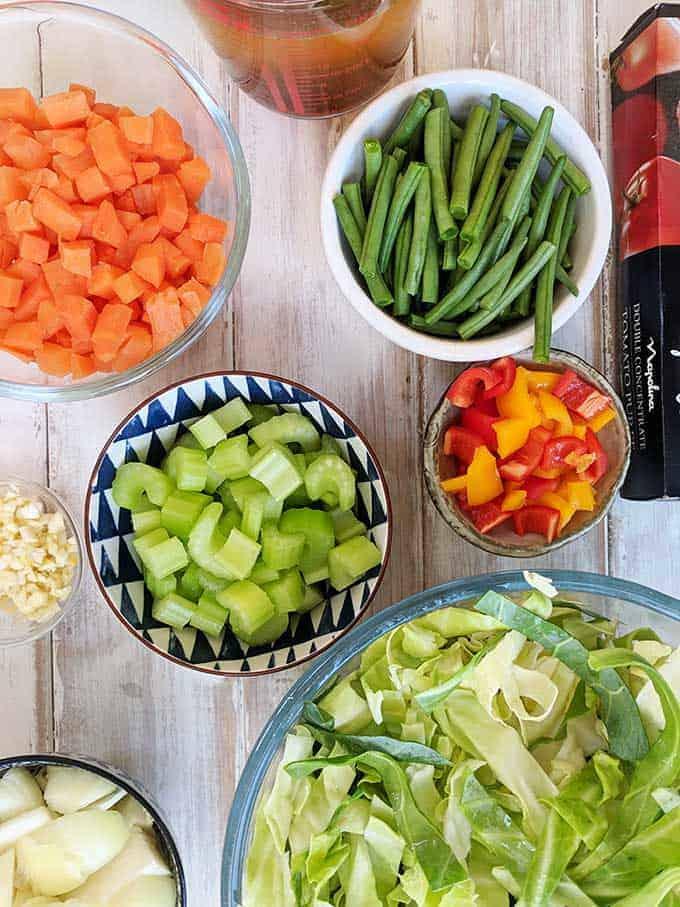 Ingredients to make zero point cabbage soup | weight watchers