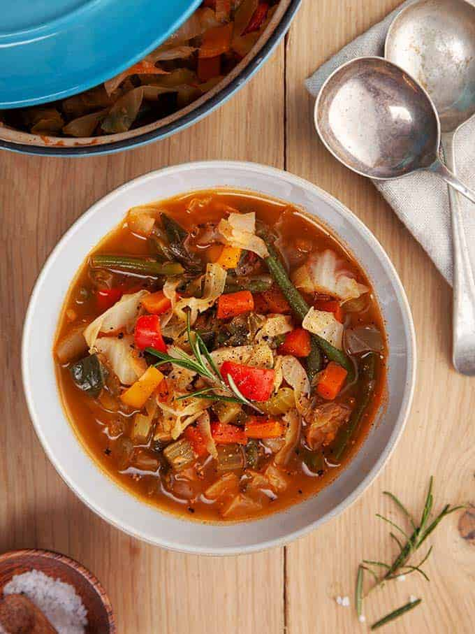 A bowl of zero point cabbage soup on a wooden table | weight Watchers